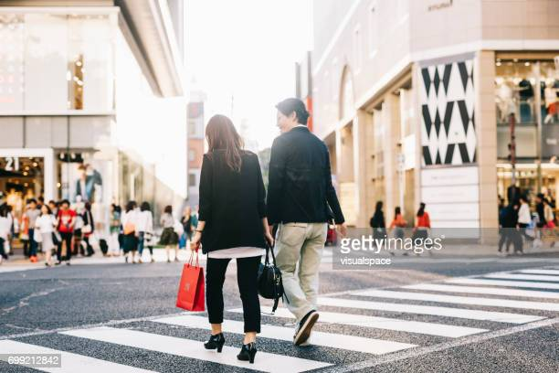 couple crossing the street - aichi prefecture stock pictures, royalty-free photos & images