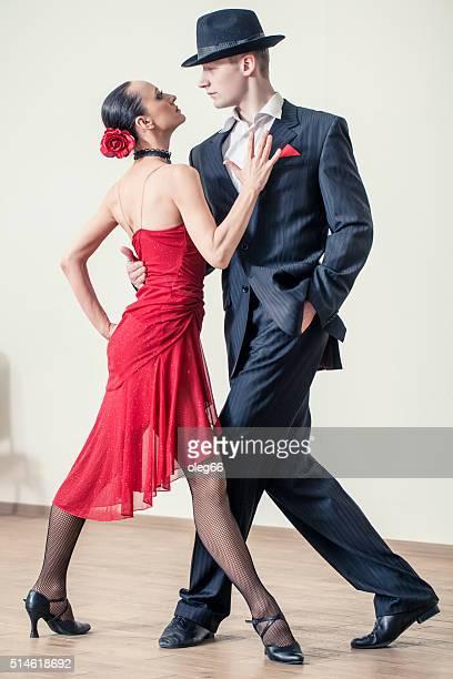 paar tanzen tango argentino - tango tanz stock-fotos und bilder