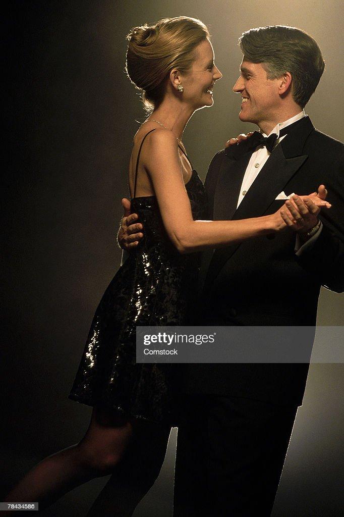 Couple dancing together : Stockfoto