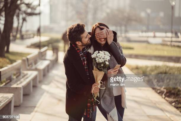 couple dating on valentine's day - amor imagens e fotografias de stock