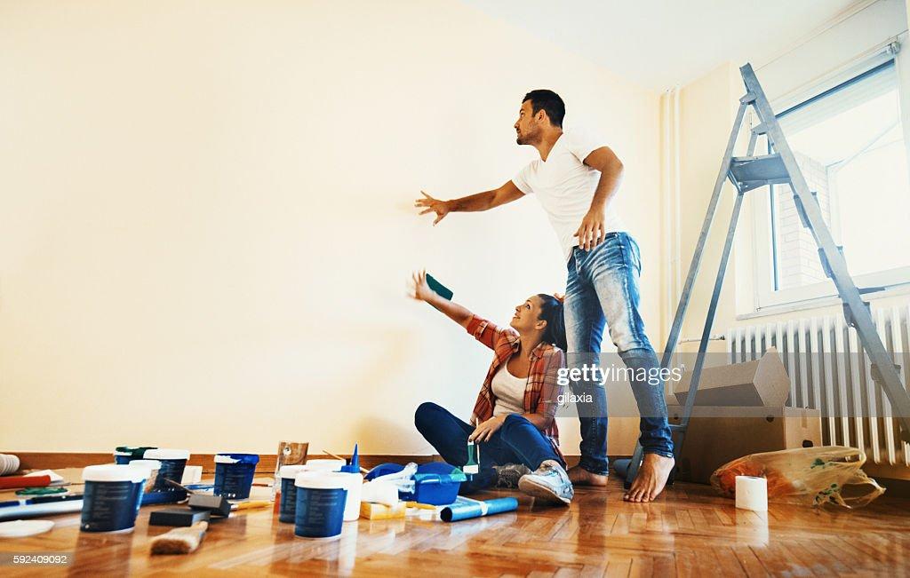 Couple decoration their apartment. : Foto de stock