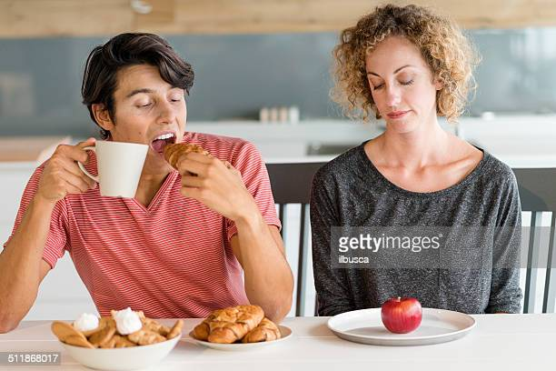 couple diet - skinny man fat woman stock pictures, royalty-free photos & images