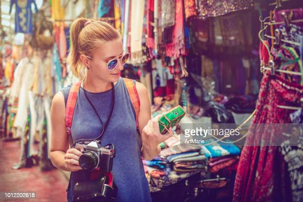 couple discover souvenirs market while travelling - israeli woman stock pictures, royalty-free photos & images