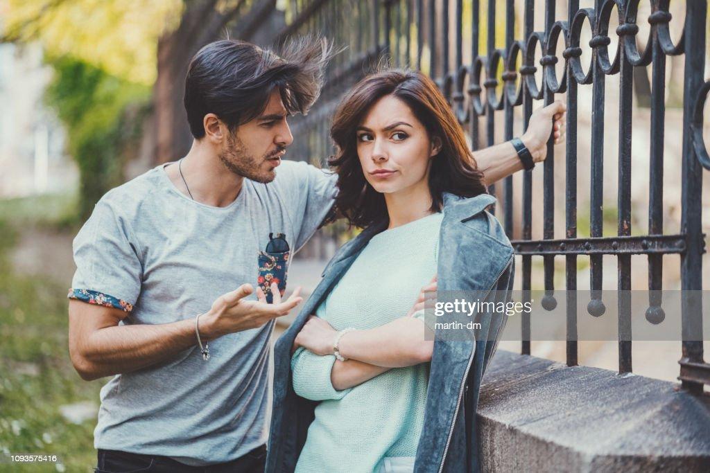 Paar diskutieren ihre Beziehung : Stock-Foto