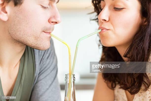 Paar, trinken zusammen