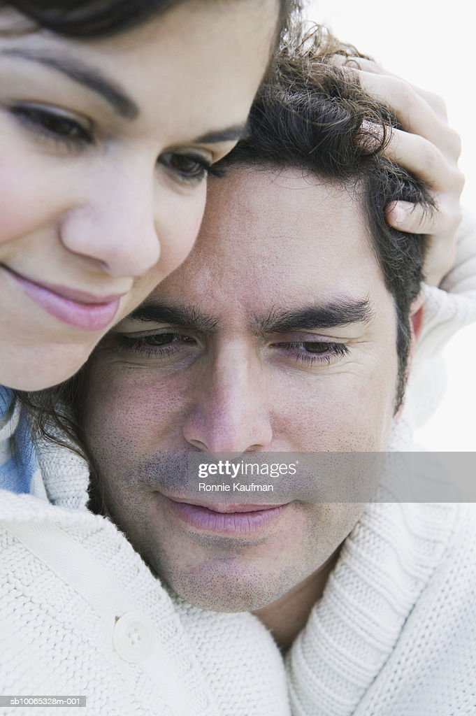 Couple embracing, close-up, smiling : Foto stock
