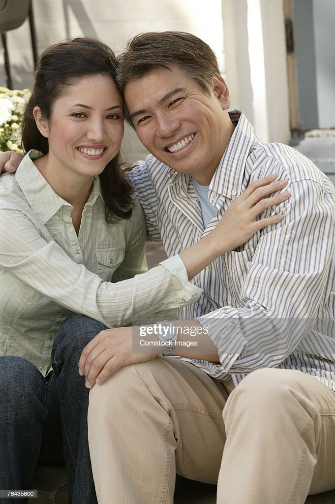 Couple embracing : Stockfoto