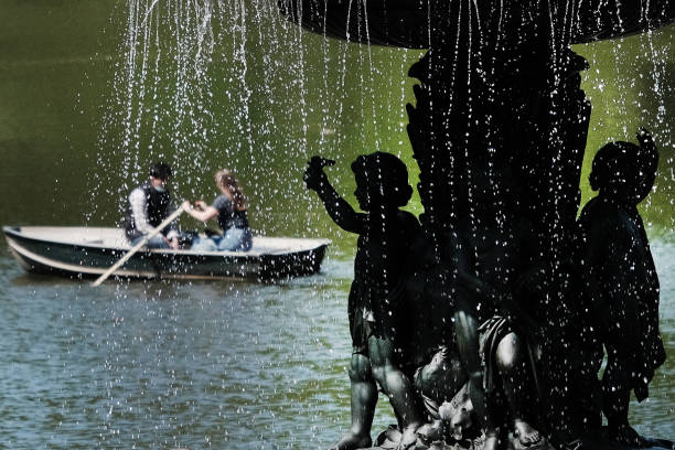 NY: New Yorkers Enjoy Spring Weather In Central Park