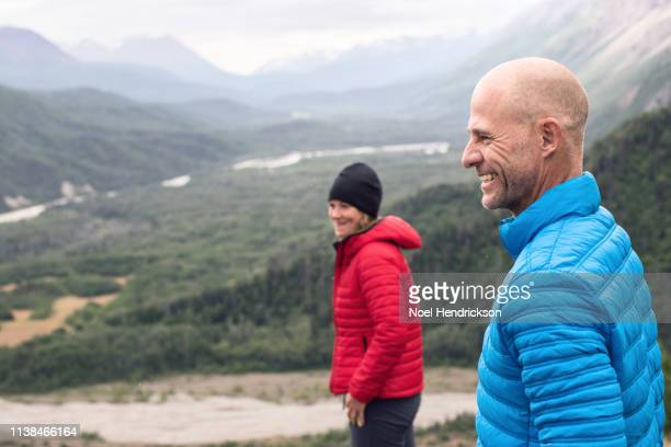 couple enjoying a mountain hike - valley stock pictures, royalty-free photos & images