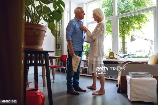 Couple retraite et profiter de la vie quotidienne. Personnes âgées à domicile