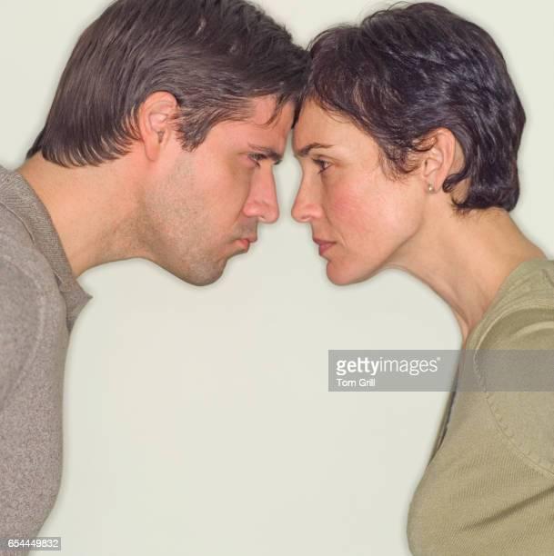 couple facing off - diverbio foto e immagini stock