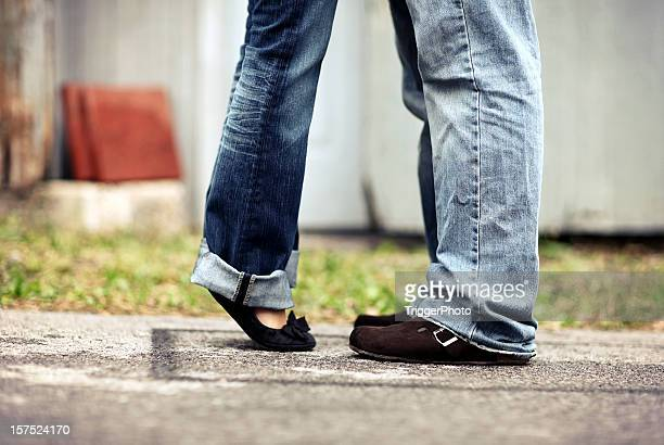 couple feet love - skinny jeans stock pictures, royalty-free photos & images