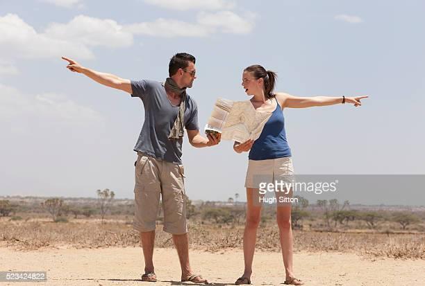 couple fighting over directions - hugh sitton 個照片及圖片檔