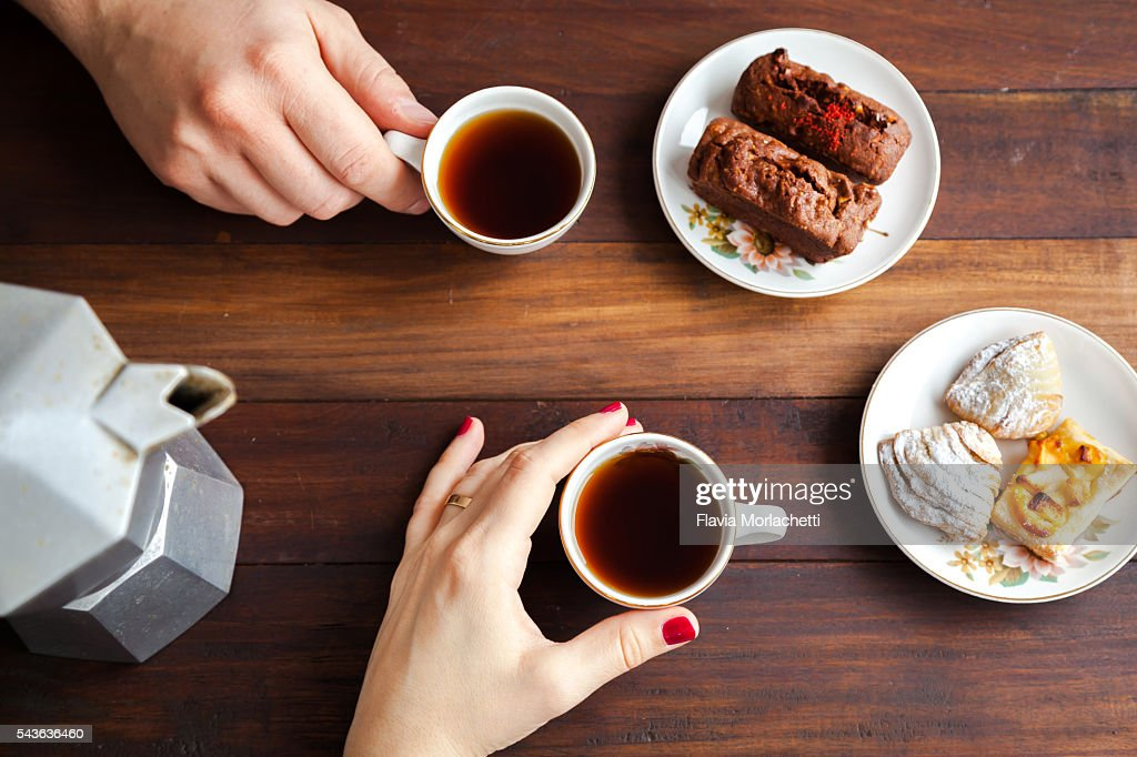 couple hands about to drink coffee ストックフォト getty images