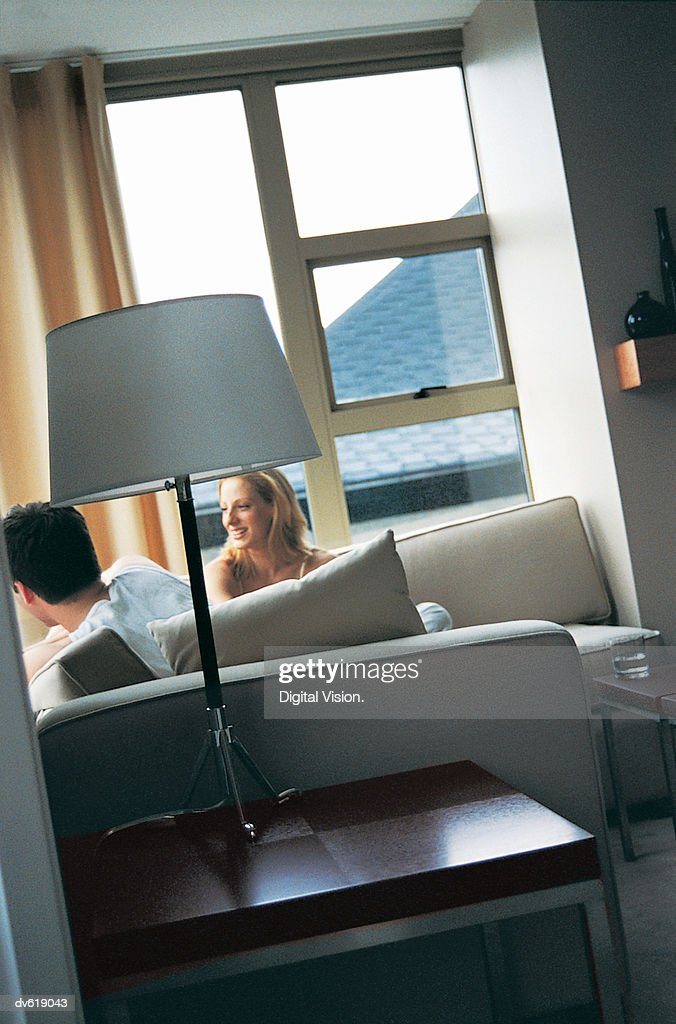 Couple Hanging Out in Living Room : Bildbanksbilder
