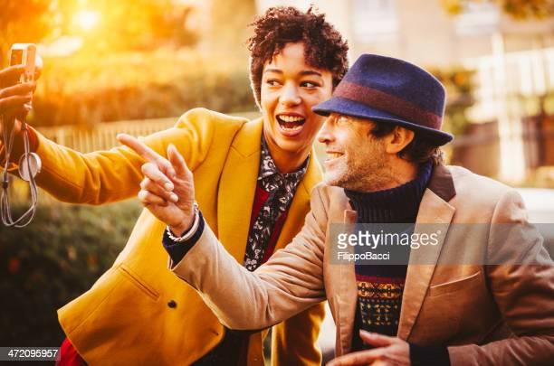 Paar mit einem selfportrait in the park