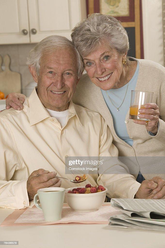 Couple having breakfast : Stockfoto