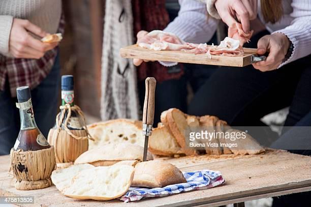 couple having lunch in ski resort - valle d'aosta foto e immagini stock