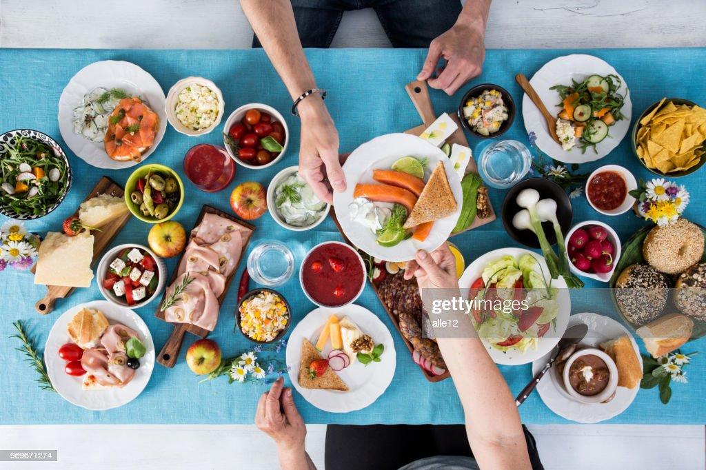 Casal tendo almoço : Foto de stock