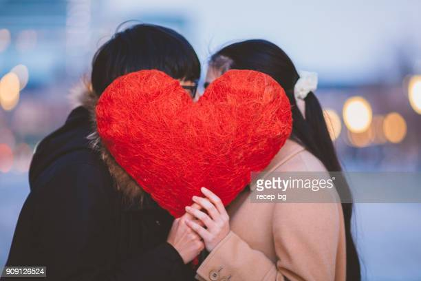 各他のキスとカップル Behing ハートを非表示