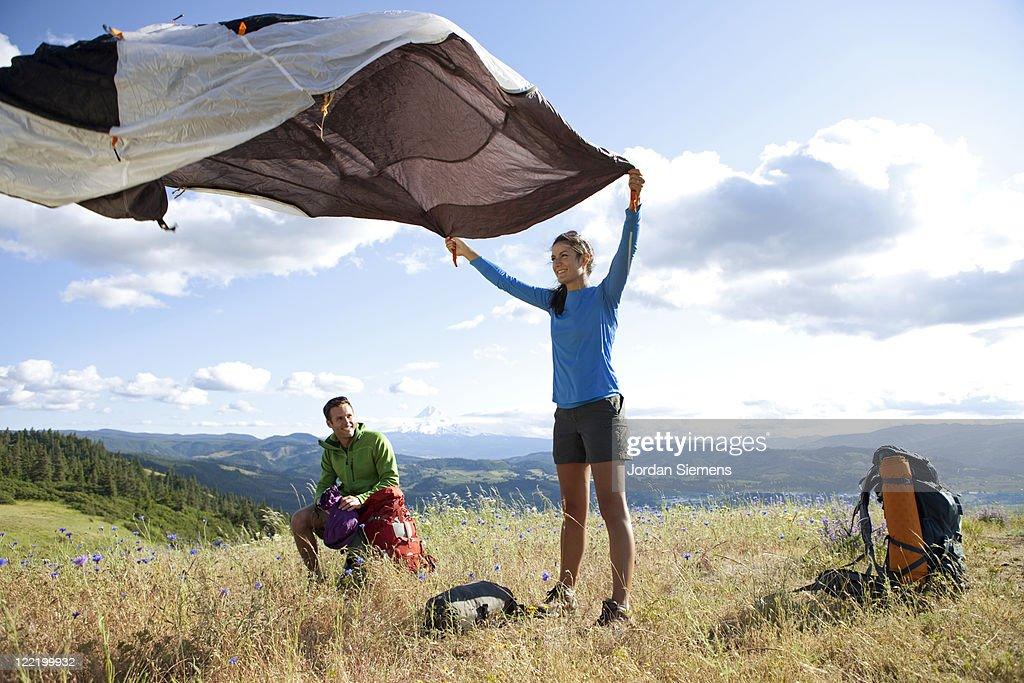 A couple hiking and camping. : Bildbanksbilder