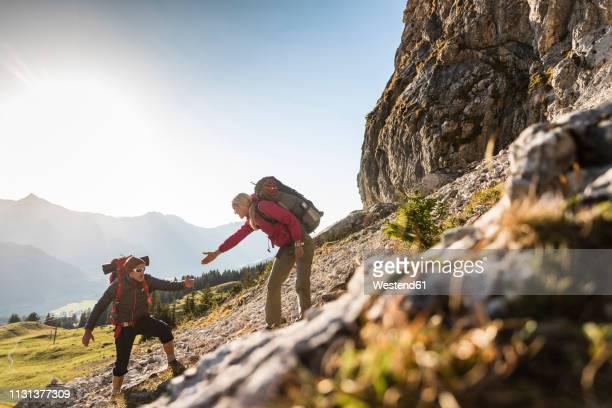 couple hiking in the austrian mountains - mithilfe stock-fotos und bilder