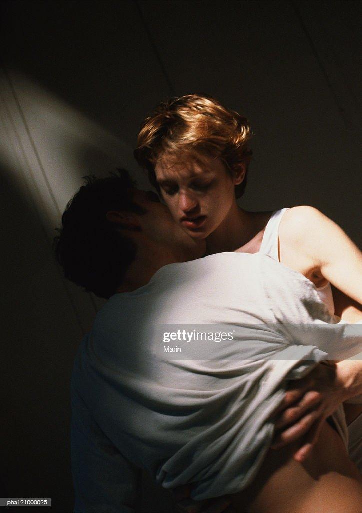 Couple hugging, close-up : Stockfoto