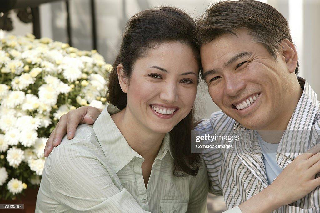 Couple hugging : Stockfoto