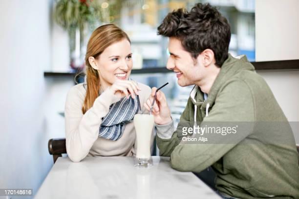 Casal em um bar