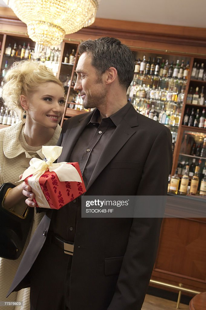 Couple in a bar with a gift : Photo