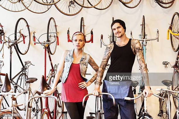 Paar auf Fahrrad-Store