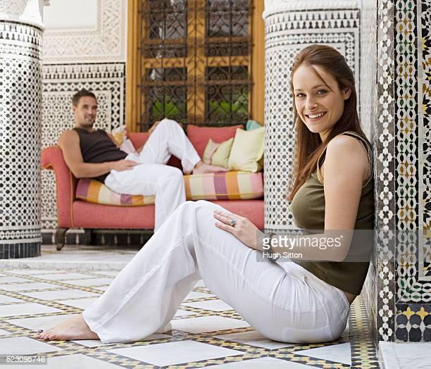 couple in a moroccan riad - hugh sitton stockfoto's en -beelden