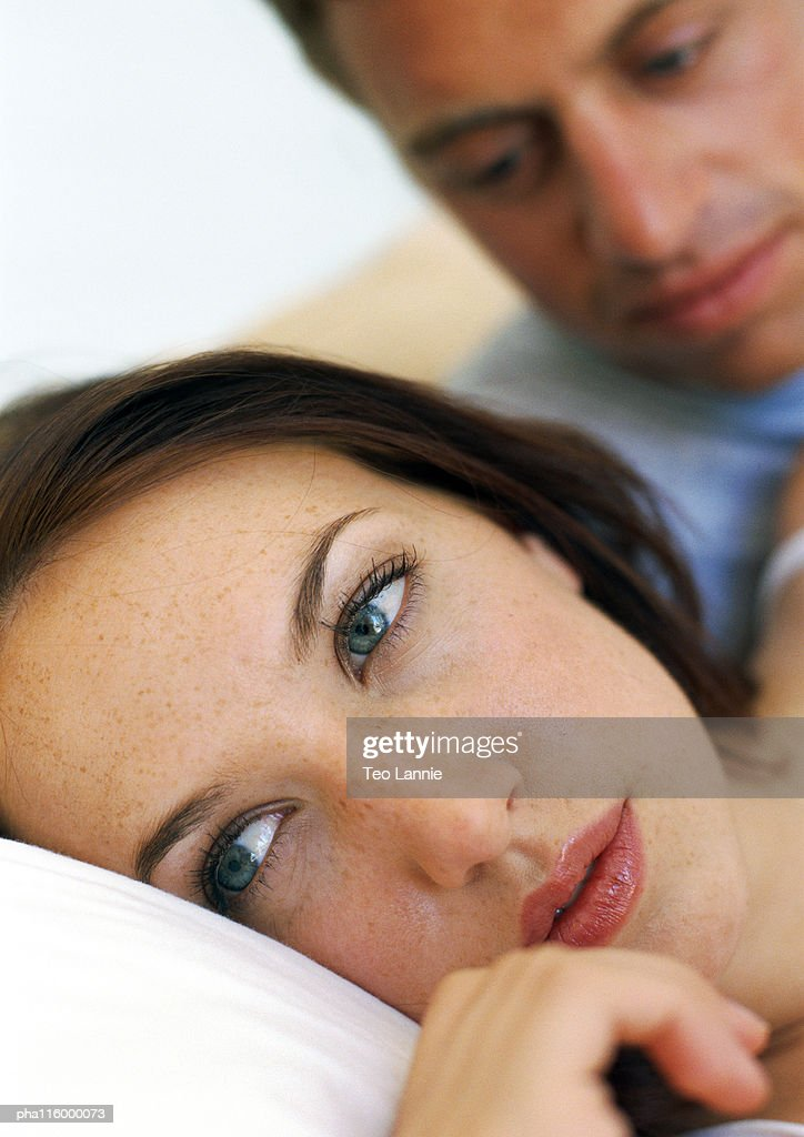 Couple in bed, close-up of woman : Stockfoto