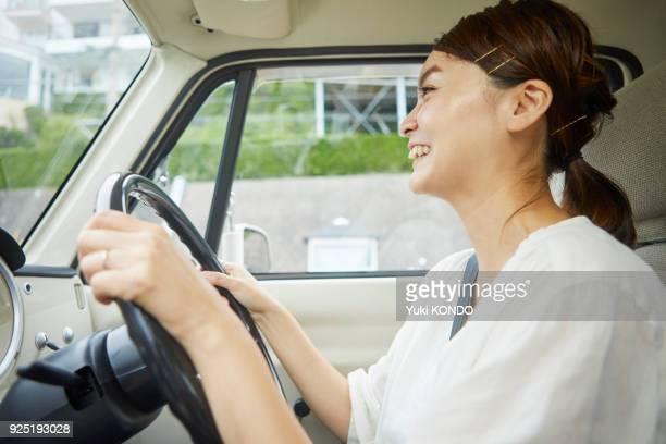 ドライブのカップル。 - 車内 ストックフォトと画像