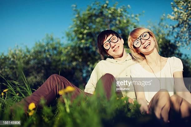 Paar in lustige Brille