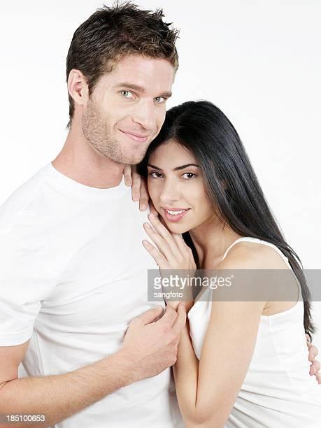 Pareja en el amor y Cariñoso manos en hombros