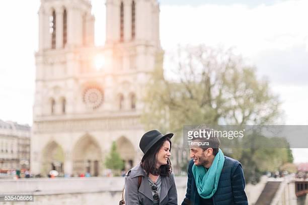 Couple amoureux, passer du temps à Paris.