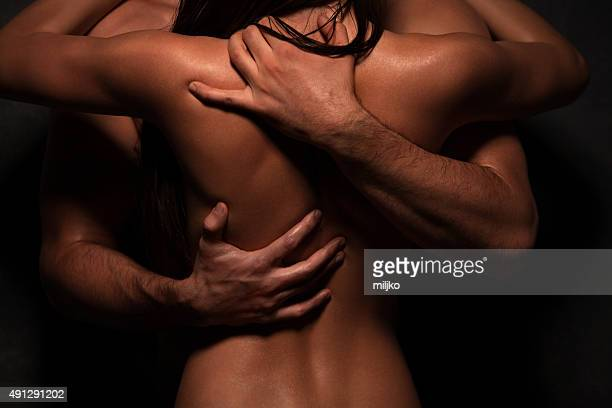 couple en amour - hommes nus photos et images de collection
