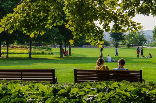 Couple in Major's Hill Park in Ottawa, Canada 517738770