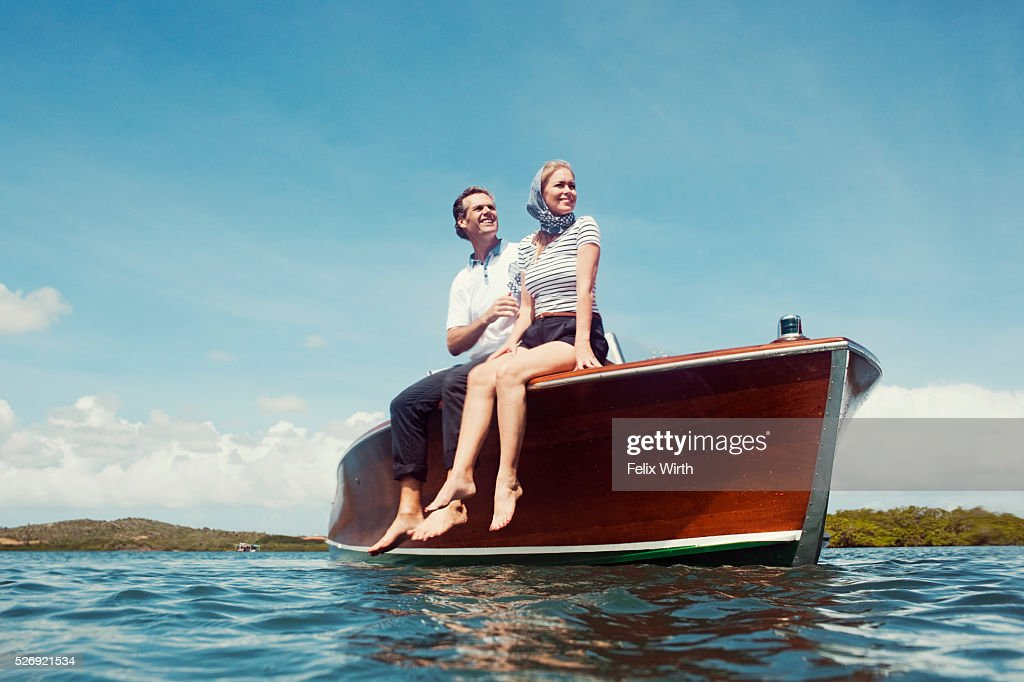 Couple in motorboat on lake : Stock-Foto