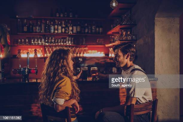 couple in pub - flirtare foto e immagini stock