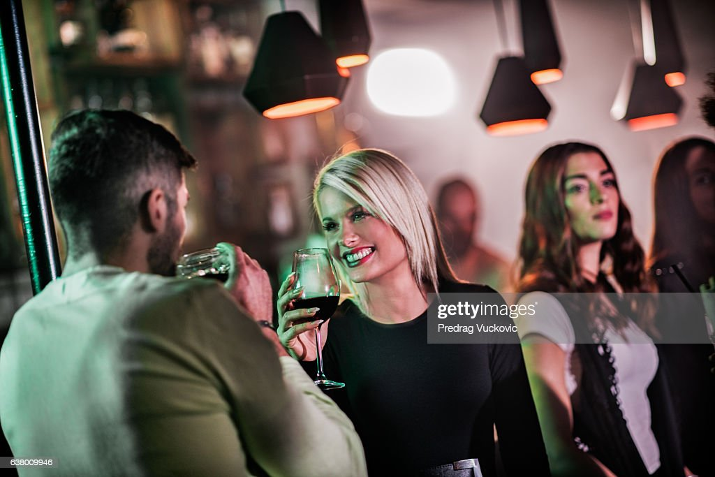 Couple in the bar : Stockfoto