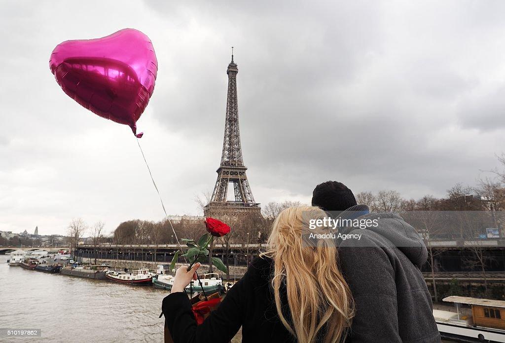 Valentine's Day in Paris : News Photo