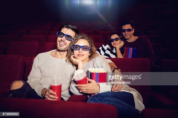 Paar sieht 3D Film im Kino-theater