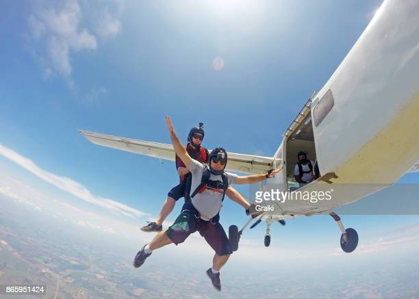 a couple jump from the plane - diving to the ground stock pictures, royalty-free photos & images