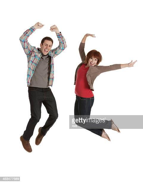 Paar springen in aufregenden