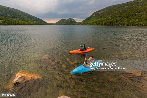 couple kayaking on jordan pond in acadia national park, maine, usa - メイン州 ストックフォトと画像