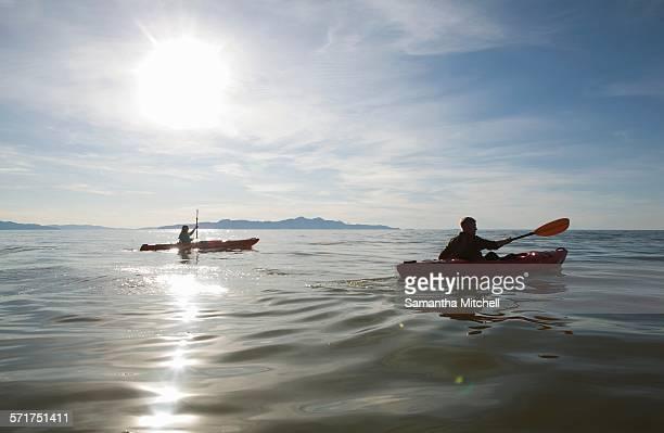 couple kayaking, sunlight reflecting on water, great salt lake, utah, usa - great salt lake stock pictures, royalty-free photos & images