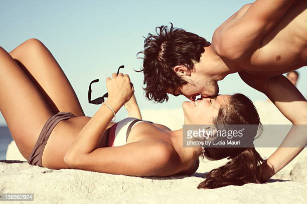 couple kissing at beach, italy - sexy teen stock-fotos und bilder