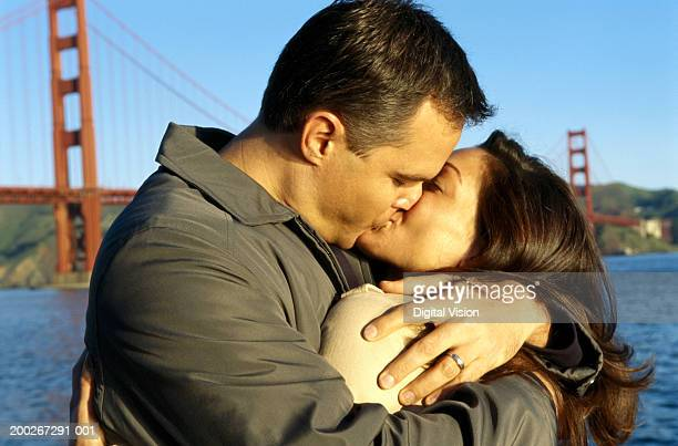 couple kissing by golden gate bridge, close-up - bacio sulla bocca foto e immagini stock